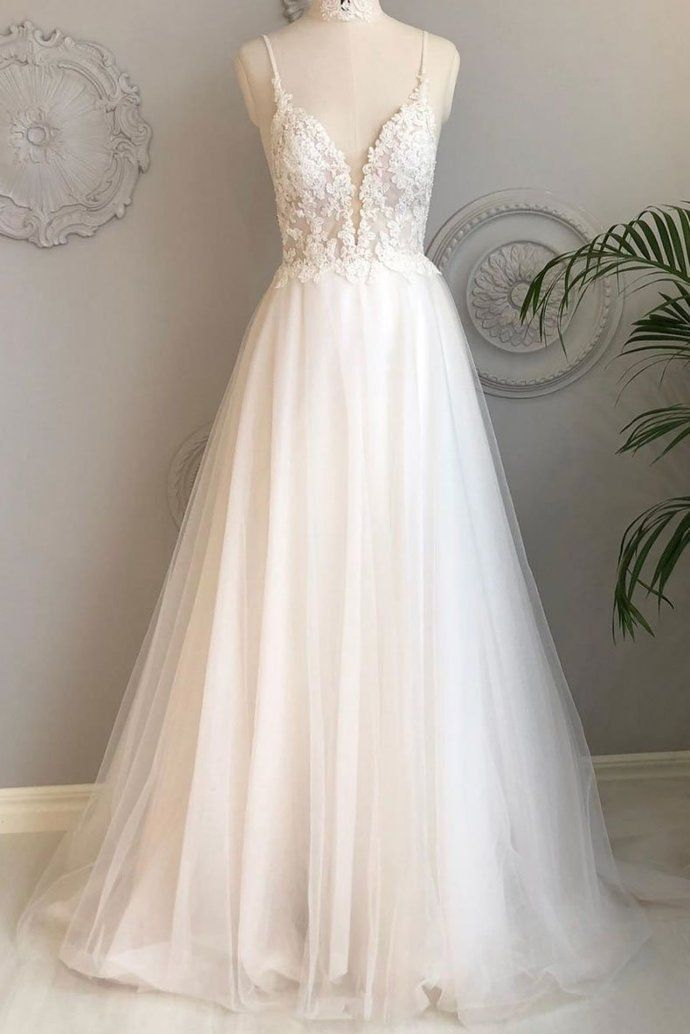 Weißes langes Abendkleid aus Tüll mit V-Ausschnitt, weißes Abendkleid aus Tüll #lacebridesmaids