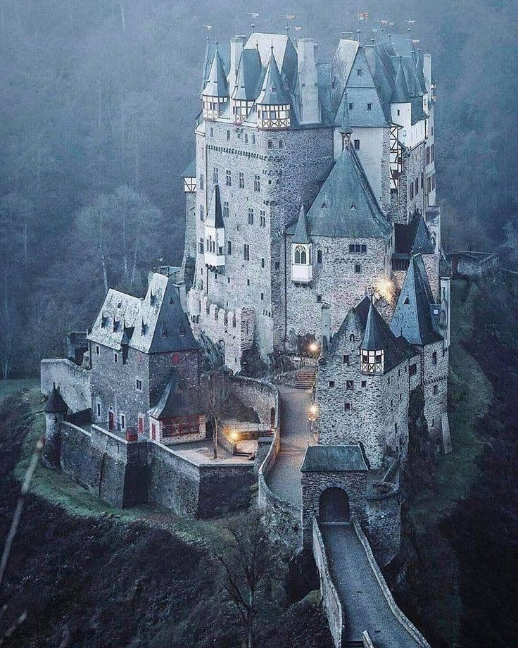 Eltz Castle One Of The Few Castles On The Left Bank Of The Rhine Pic Picoftheday Germany Castles Beautiful Castles Castle