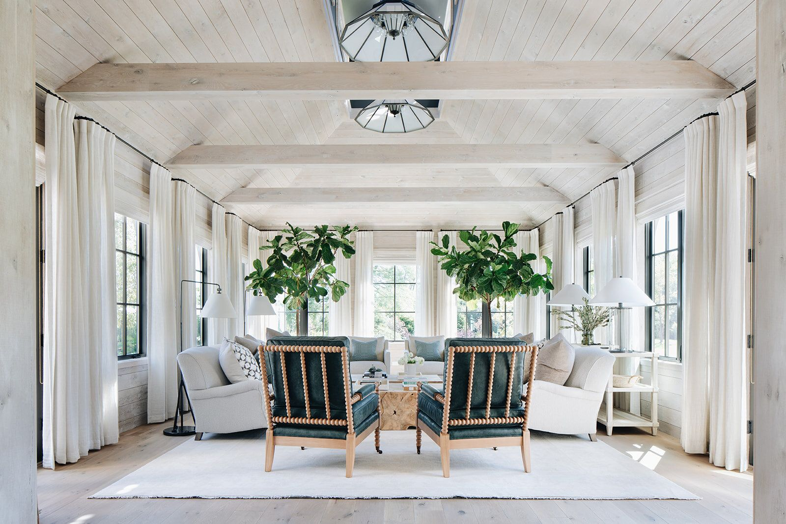 Love This Casual Laid Back Living Room With Beautiful Whitewashed
