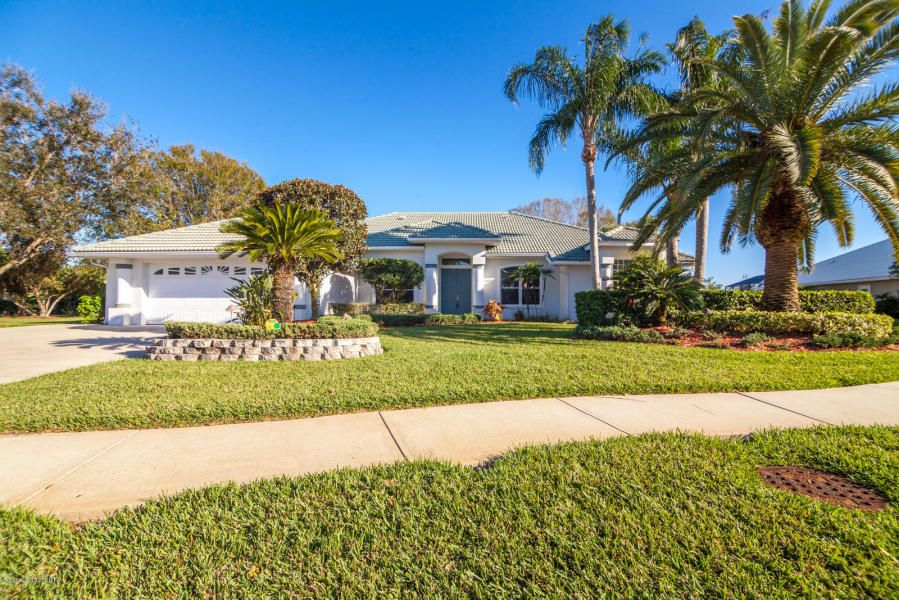 4 bedroom 3 bath pool home in the gated community of