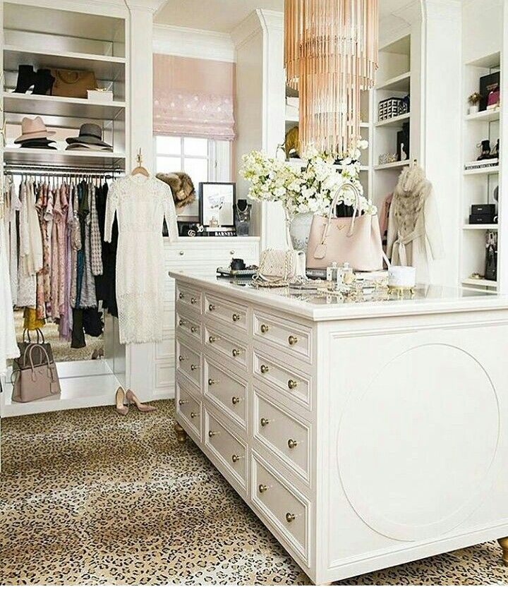 Island In Closet With Shallow Jewelry Drawers And Then Larger Drawers Below Pink Closet Luxury Closet Closet Designs