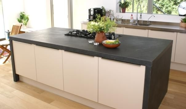 nicht nur auf dem boden auch als arbeitsplatte in der k che kann naturstein eingesetzt werden. Black Bedroom Furniture Sets. Home Design Ideas