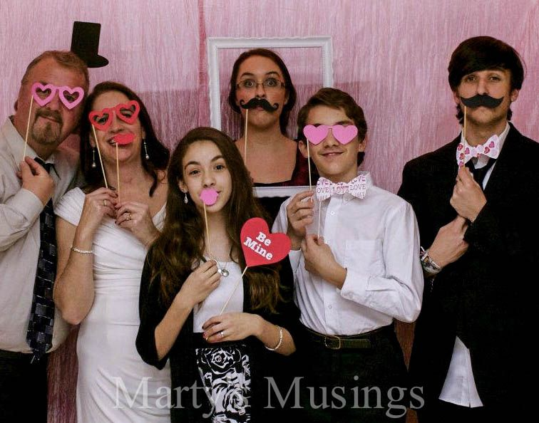 24th Wedding Anniversary Gift Ideas: 25th Anniversary Photo Booth: Easy Ideas And Tips