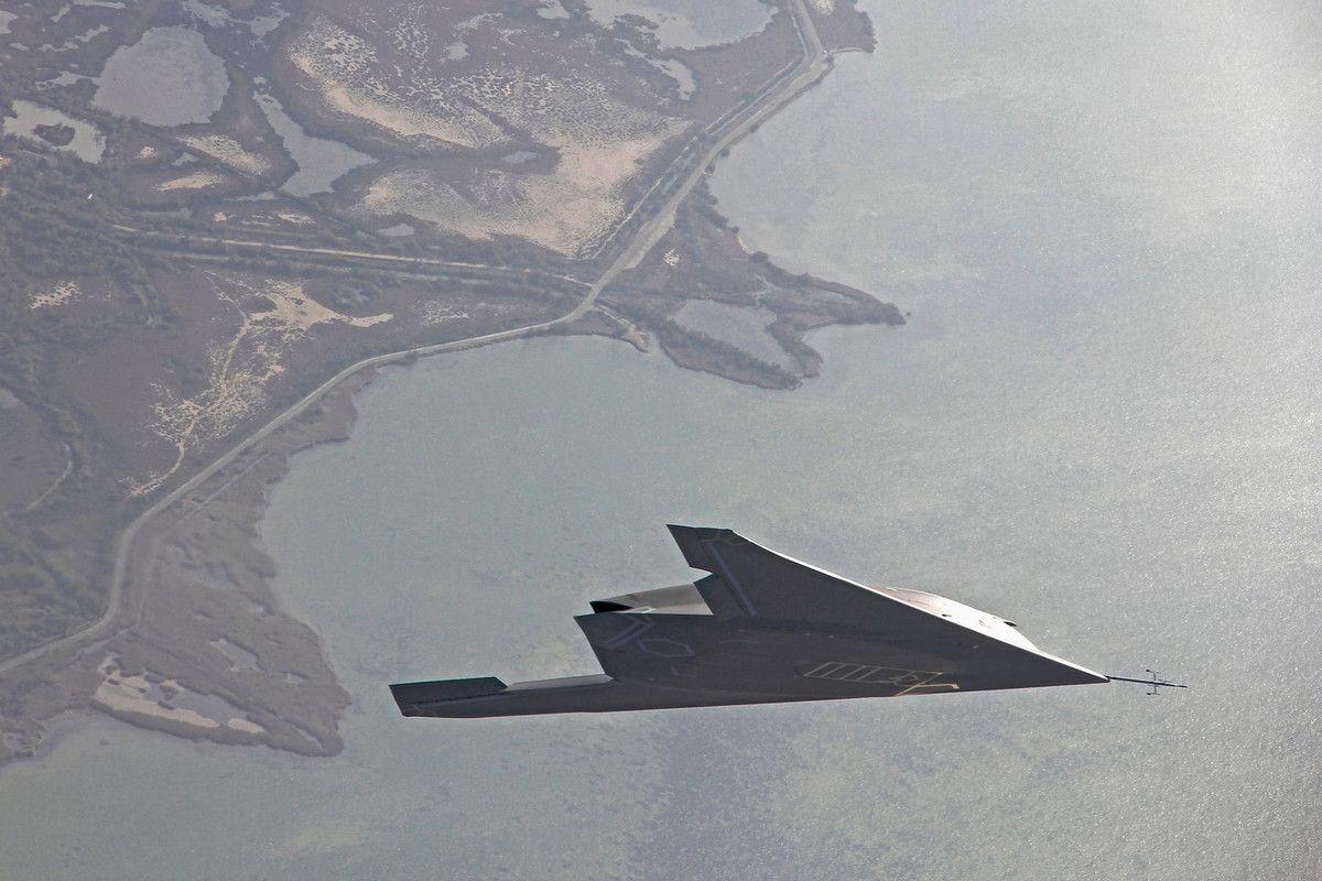 Le Neuron Ouvre Un Nouveau Chapitre De L Aeronautique Militaire Francaise Rp Defense Militaire Francais Militaire Avion De Combat