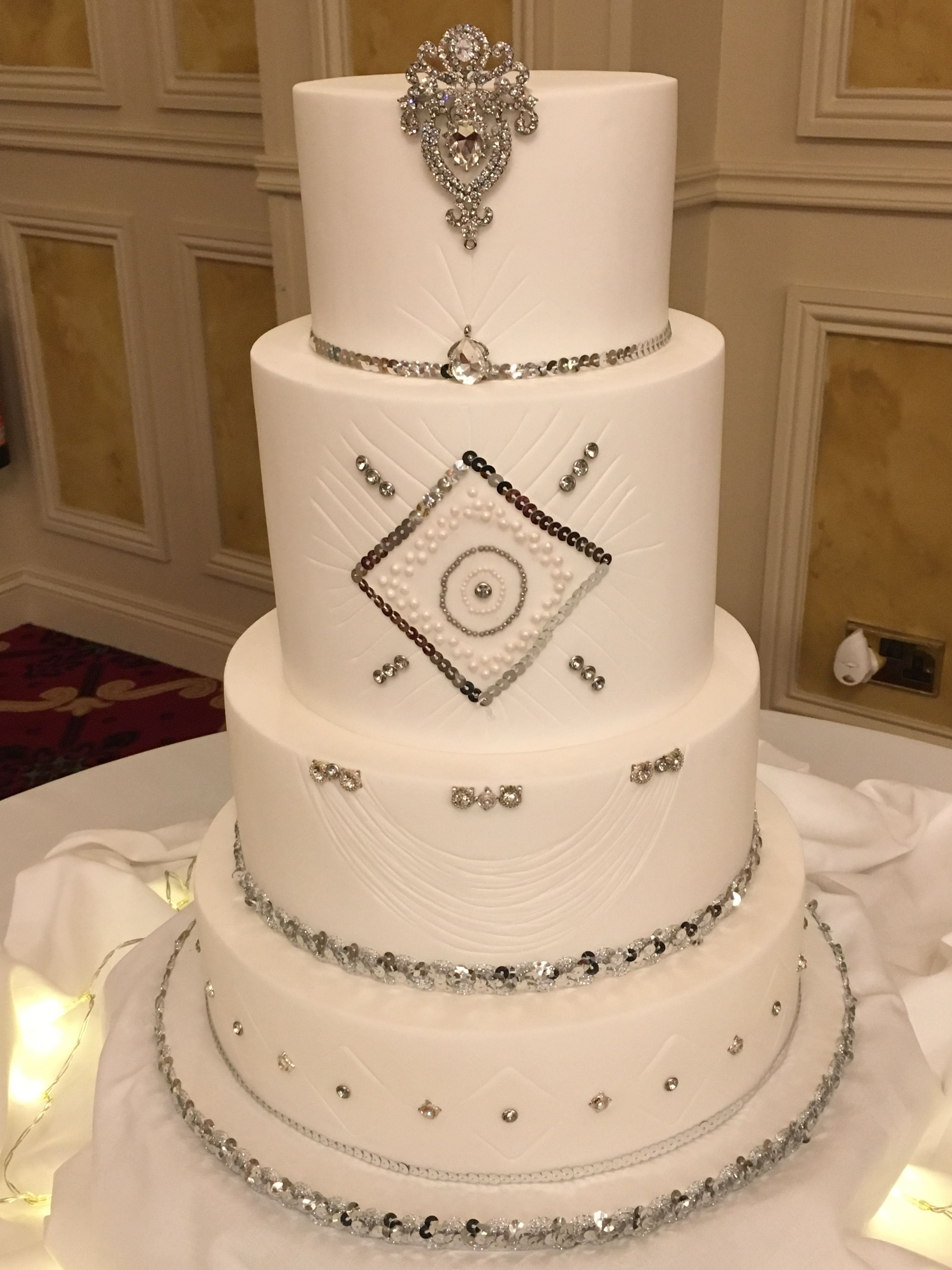 Find This Pin And More On Vons Cake Art Wedding Cakes By Vonscakeart
