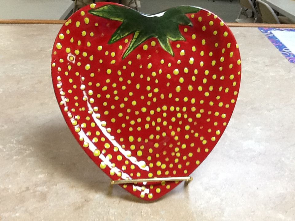 A Creative Take On A Heart Plate Pottery Painting Designs Pottery Painting Ceramic Painting