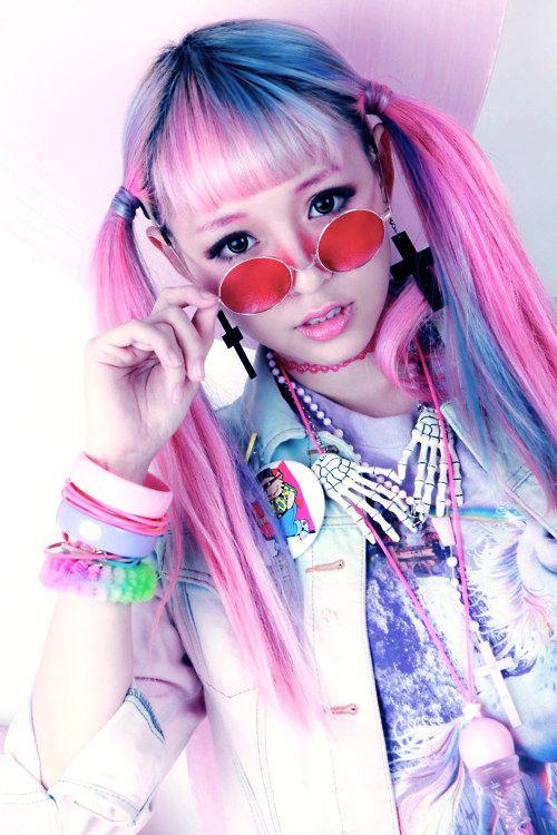 The gorgeous Eva Cheung :3! –> http://eva-pinkland.tumblr.com/