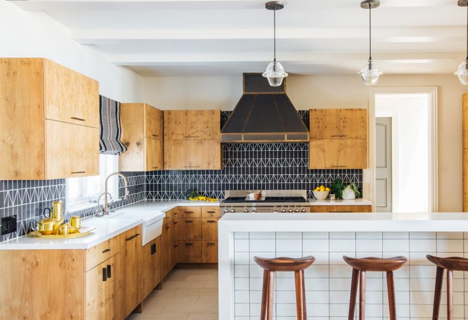 Do you like these light oak cabinets with black backsplash ...