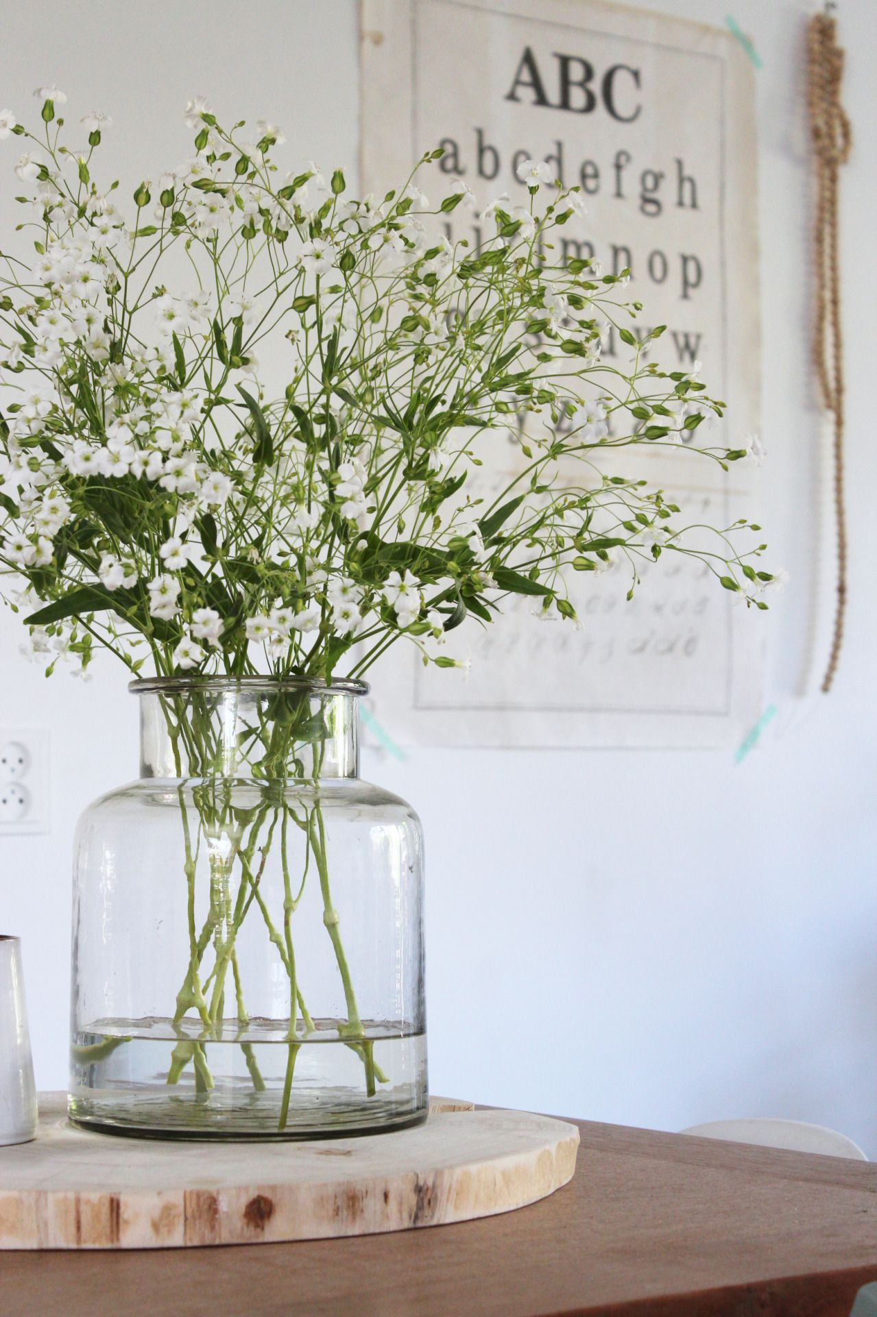 bloem in wit stenen vaas - Google zoeken - Woonkamer   Pinterest ...