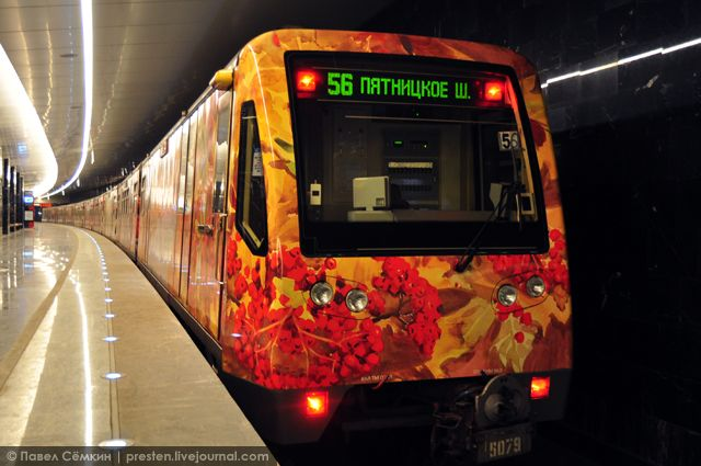 """watercolour"" train-gallery in Moscow metro"