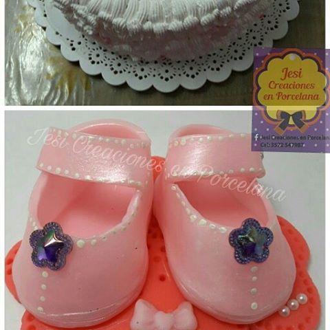 Baby shower Luana!! #porcelanafria #biscuit #topodebolo #babyshower #dulceespera #zapatitos #souvenirs #centrodetorta #adornooriginal #ternura #evedeso #eventdesignsource - posted by Jesi Lopez https://www.instagram.com/jesicreacionesenporcelana. See more Baby Shower Designs at http://Evedeso.com