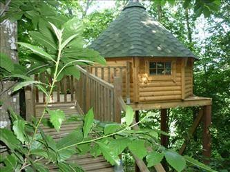 Cabane dans les arbres (Le clos du chatelier à Janzé) pour un séjour au pays des fées... http://www.leclosduchatelier.net/H%C3%A9bergementinsolite.aspx