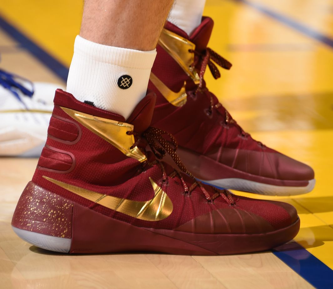 maroon and white hyperdunks curry warriors