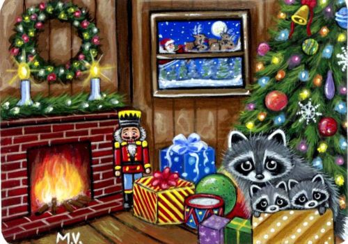 Original-Raccoon-Santa-Winter-Christmas-Tree-Fireplace