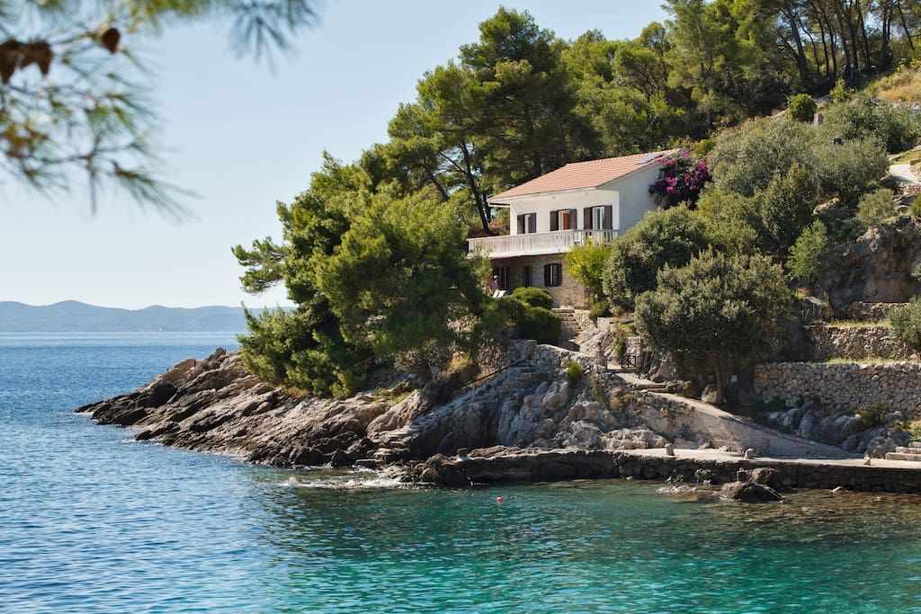 Gesamte Unterkunft In Gdinj Kroatien Beautiful Beach House On Island Of Hvar In To Ferienhaus Kroatien Urlaub Kroatien Ferienhaus Ferienhaus Kroatien Am Meer