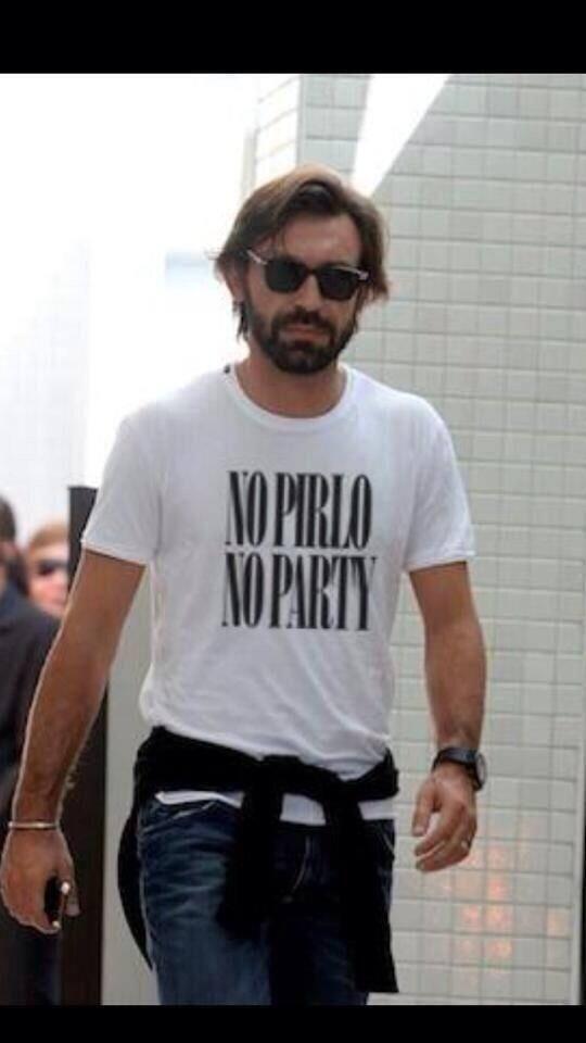 Mens Funny T-Shirt /'NO PIRLO NO PARTY/' Football funny T-shirt