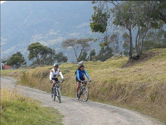 @Regrann from @turistukeando -  Ahora tenemos esta nueva opción para los amantes de los deportes extremos. #CiclismoDeMontaña en #Mérida : Incluye: Guía transporte que sigue el grupo durante todo el tour bicicleta de montaña casco almuerzo  refrigerio.  Etiqueta a los amigos con quién armarías tu grupo para vivir esta experiencia. (Mínimo grupo de 2 personas)  RESERVACIONES E INFO EN turistukeando@gmail.com/http://ift.tt/1VHY7GI 04127050963-04141542963  YoViajoLuegoExisto  Viaja con nosotros…