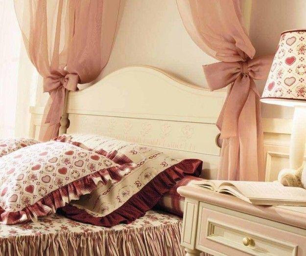 Camera da letto shabby shic - Letto decorato in stile shabby shic ...