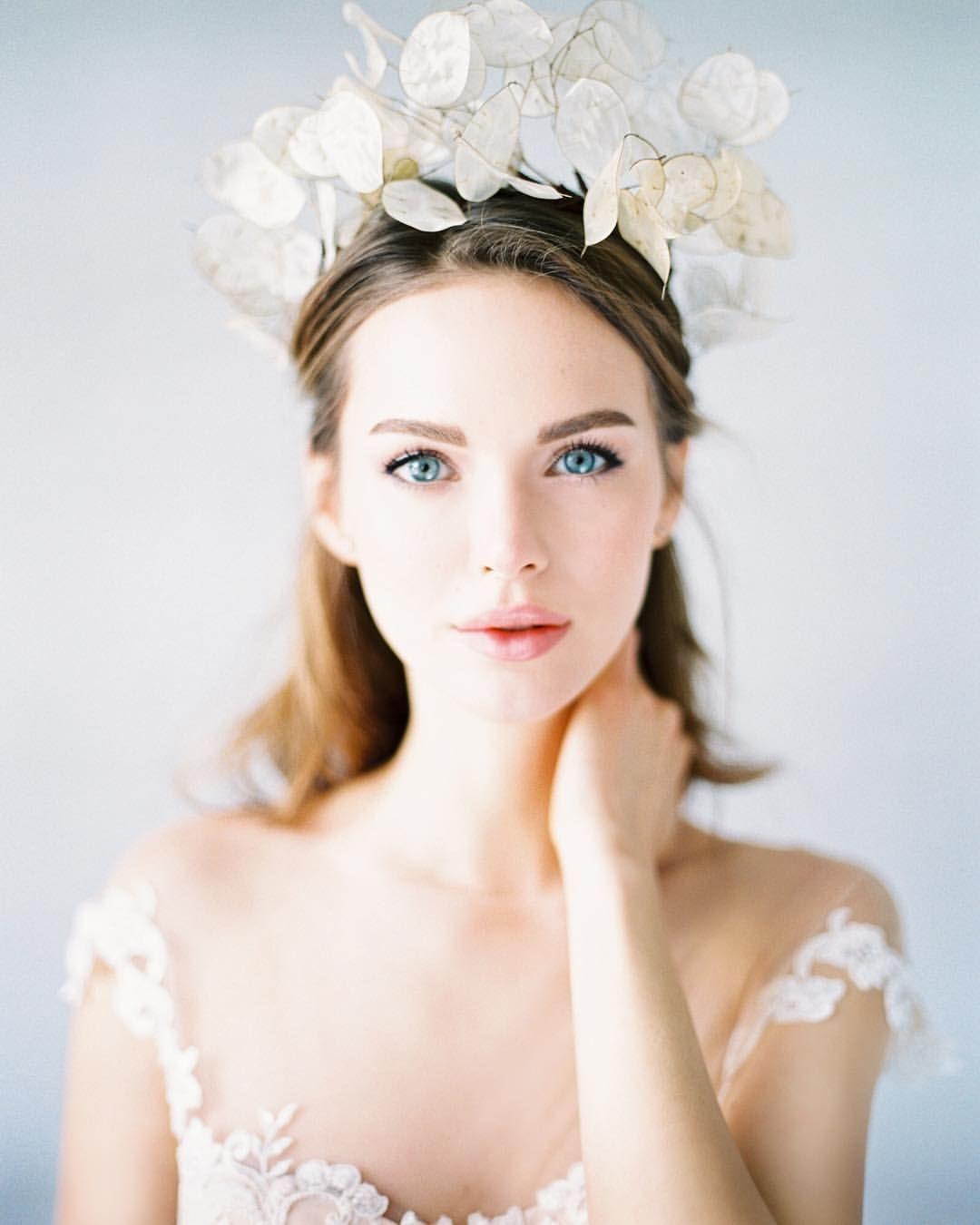 Trend Alert! Dreamy Lunaria Wedding Ideas   Свадебный ...  Тематические Свадьбы Зимой
