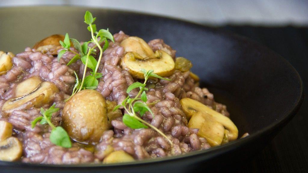 Rezept vegetarisch: Pilz-Risotto mit Rotwein. Weinempfehlung: Tempranillo Martin Berdugo Crianza Rotwein