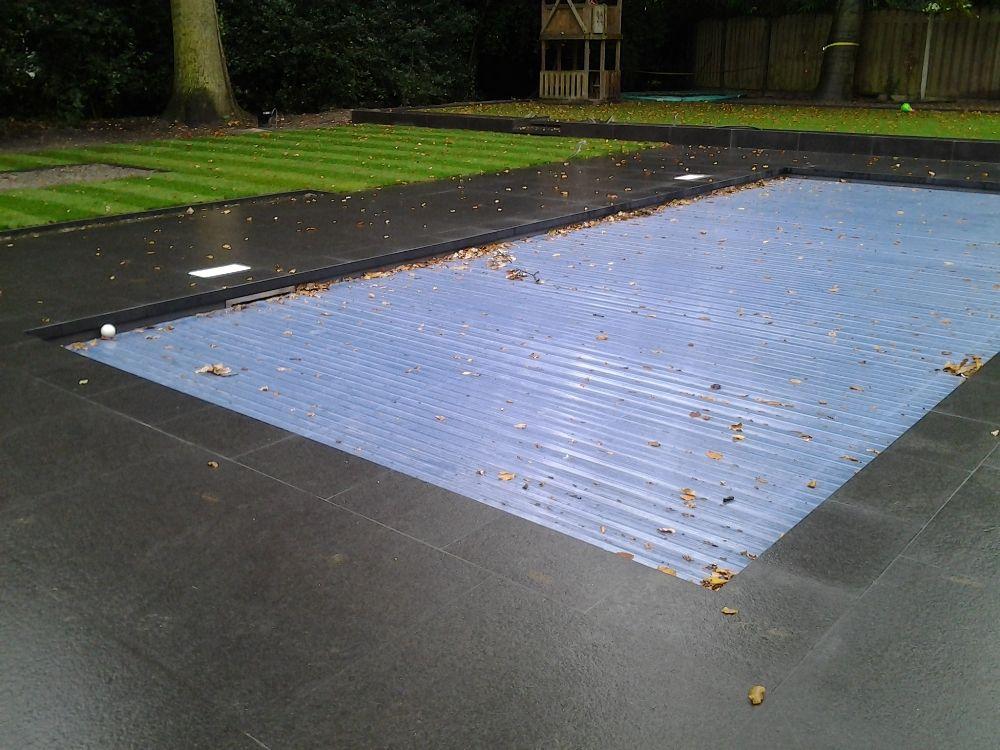 Zwembad na tunaanleg in gedeelte strakke moderne tuin for Kostprijs zwembad aanleggen
