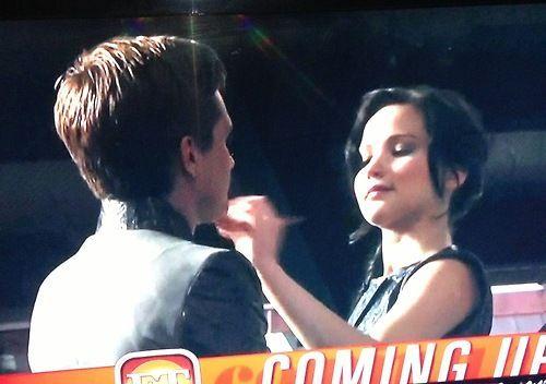 Peetniss - Peeta & Katniss -  Joshifer - Josh & Jennifer - Los Juegos del Hambre (Filmación En Llamas)