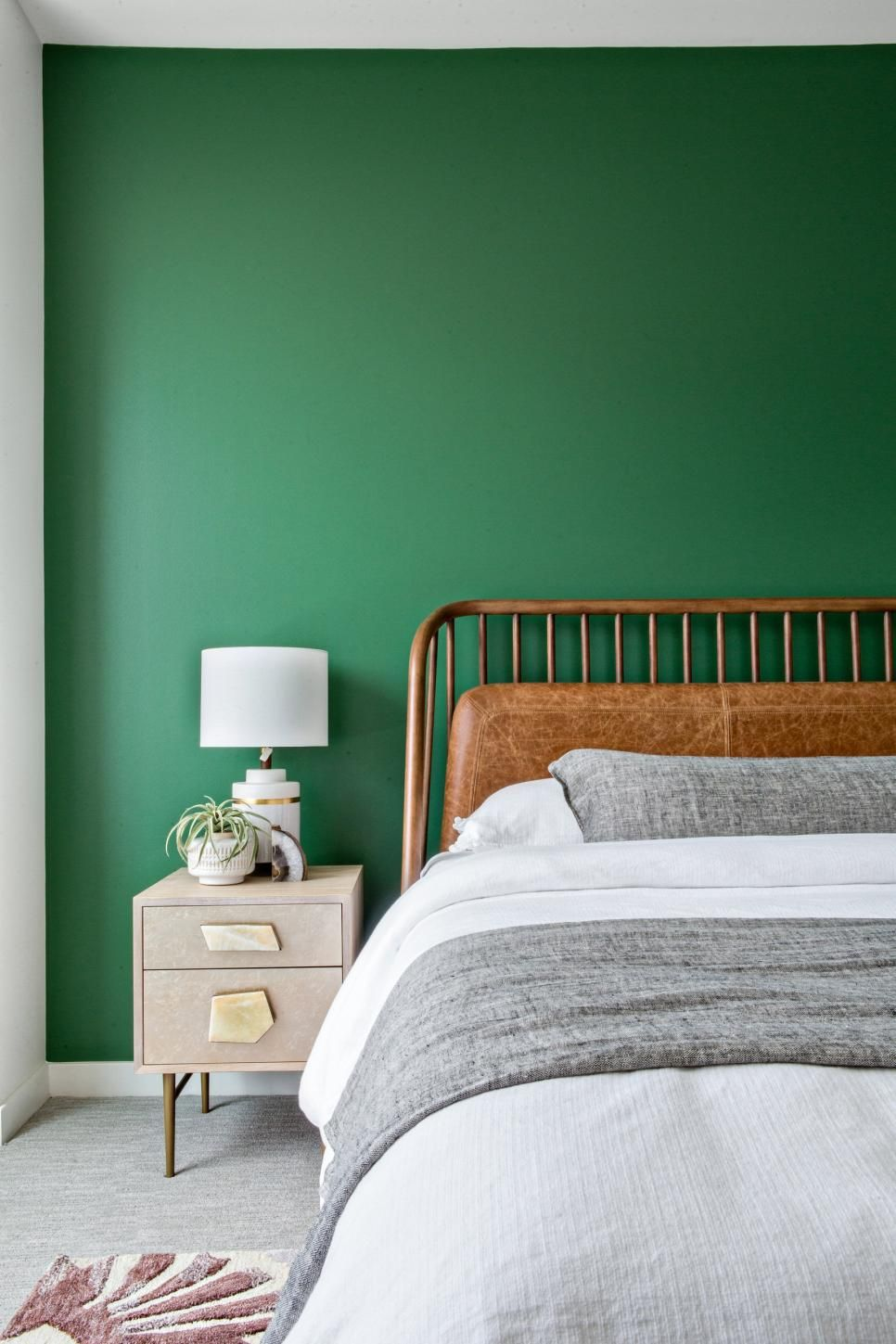 Midcentury Modern Bedroom Has Green Accent Wall Home Decor Bedroom Green Bedroom Walls Bedroom Interior