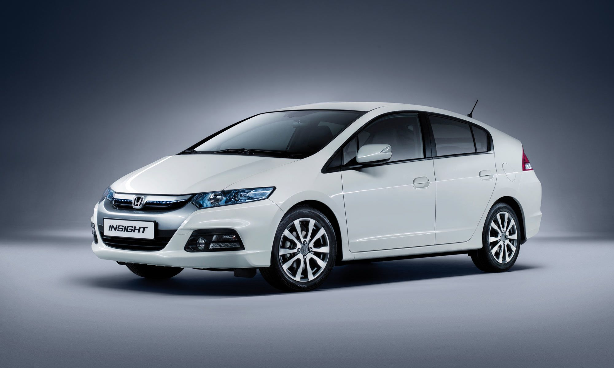 Get the new honda insight hybrid car that gives fun while driving book a test