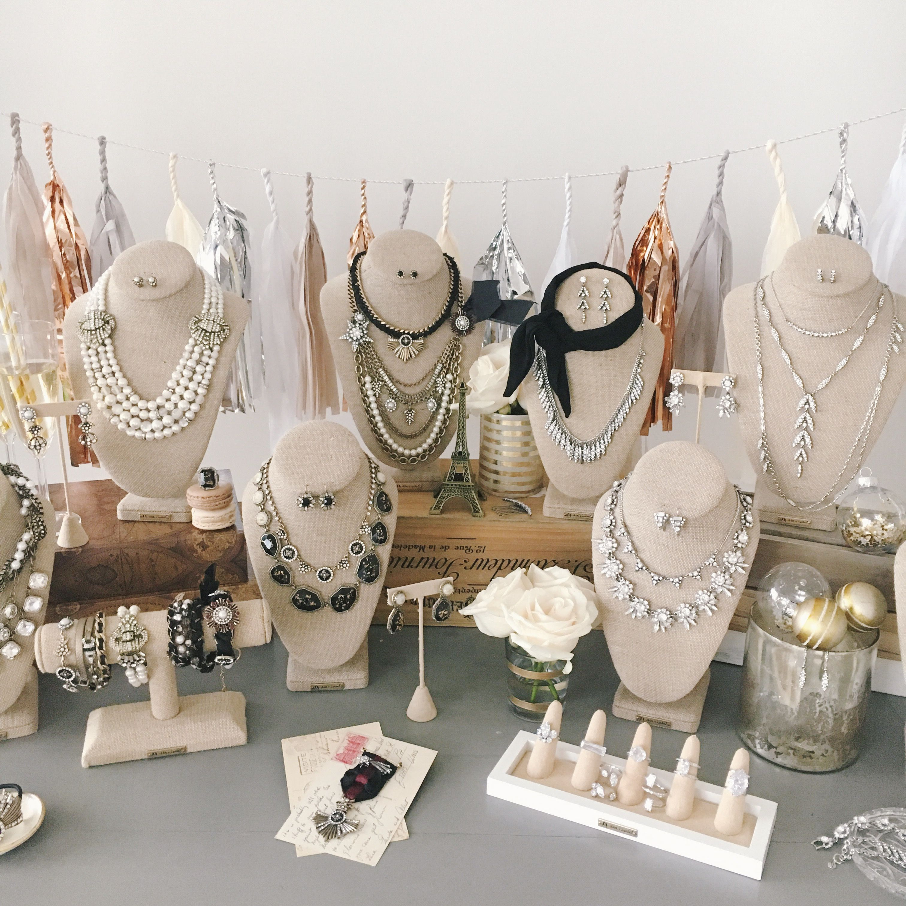 A Chloe + Isabel pop-up is a great way to meet new friends + earn FREE jewerly! Host a holiday event with me this month for a special gift, sure to make the season merry + bright!