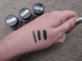 Have it in Charcoal and Forest Green :) not long lasting, but I recommend them!