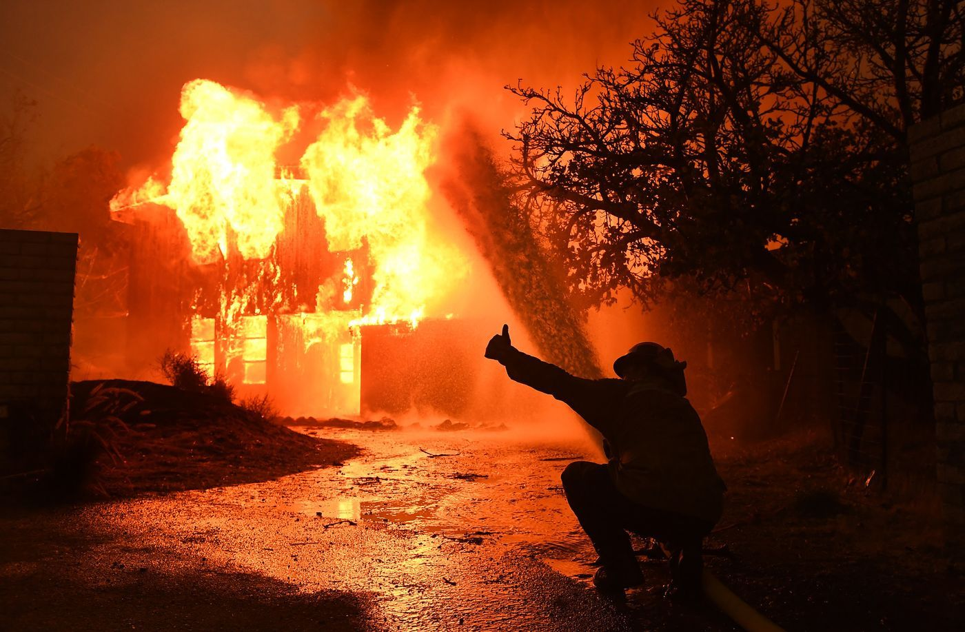 What To Do When Dealing With An Insurer After Your Home Catches Fire Los Angeles Times California Wildfires California Fire Los Angeles
