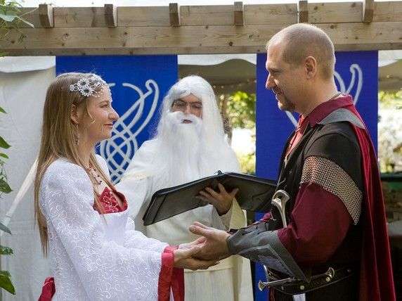 HAHAAHHAA!!! XD    Lord of the Rings Wedding. I love Gandalf. Hahaha!! He looks like a cloud!!! XD