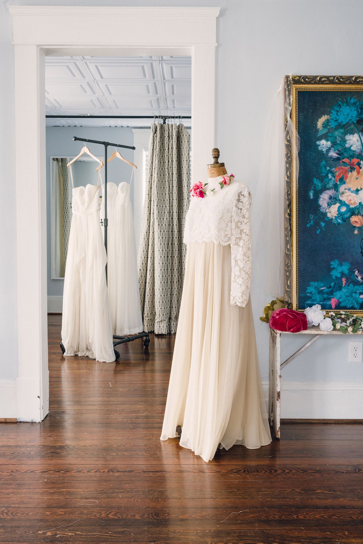Studio Tour With Gabi Of The Sentimentalist In Atlanta Ga Read More Http Www Theschoolofstyling Co Bridal Shop Ideas Bridal Boutique Wedding Dresses Lace