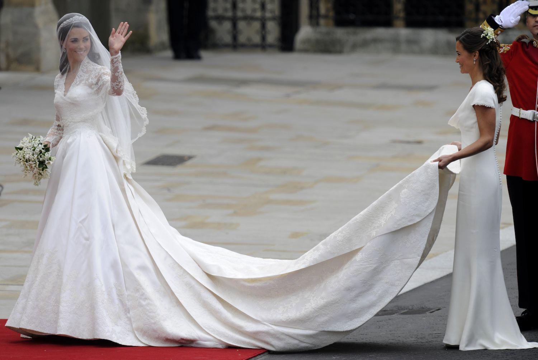 So Suss Sind Kate Und Pippa Als Brautjungfern Kate Middleton Hochzeit Kate Middleton Hochzeitskleid Kate Hochzeitskleid
