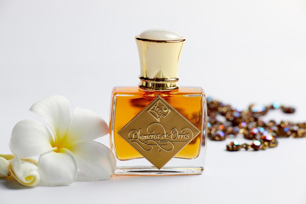 Plumeria De Orris In 2020 Perfume Asian Flowers Perfume Bottles