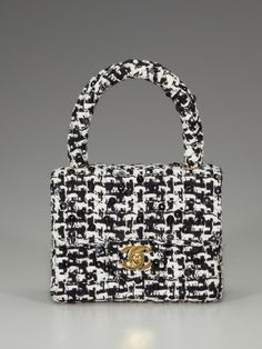 b2c48e735547 It s characterized by the matching of different color hues Chanel Handbags