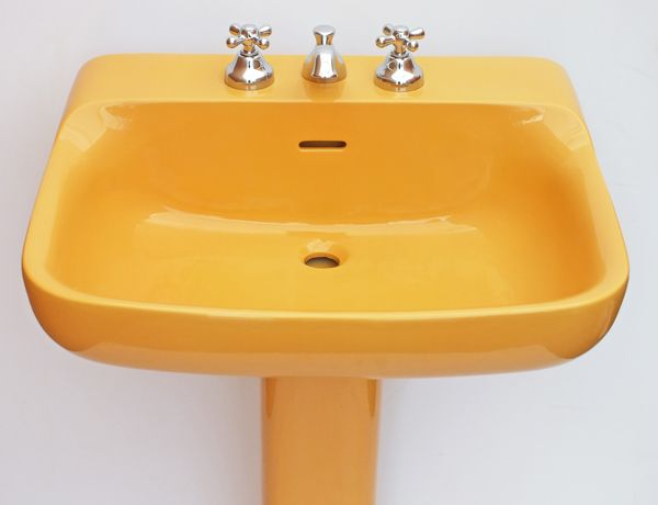 Coloured Toilets And Sinks