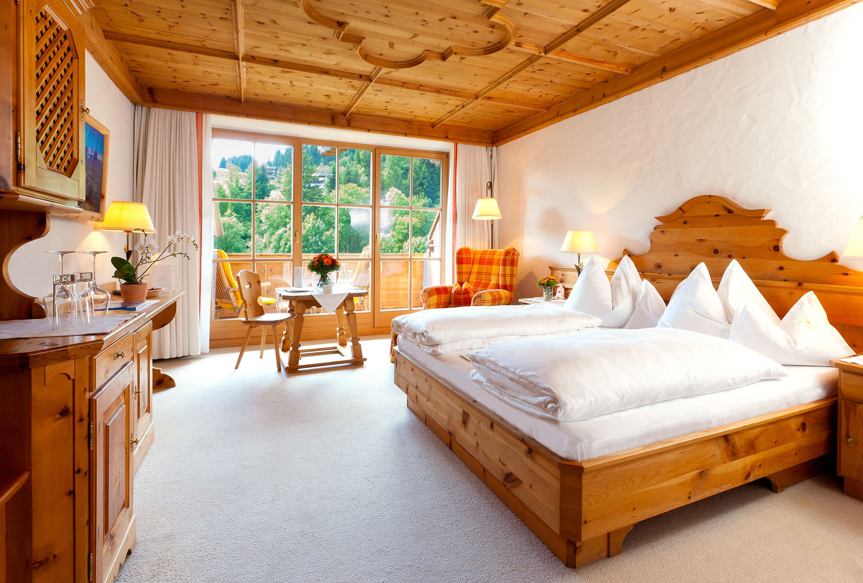 zimmer suiten zimmer suiten via biohotel stanglwirt hotels. Black Bedroom Furniture Sets. Home Design Ideas