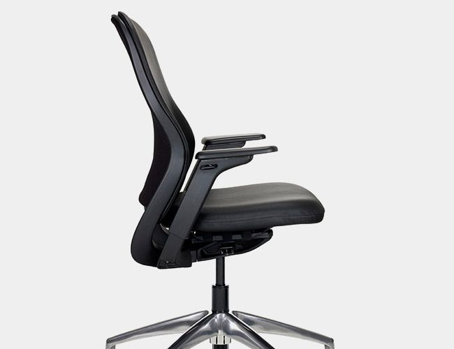 we compare the 13 best office chairs on the market in terms of