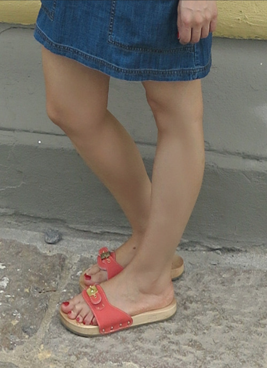 Sexy feet in sandals pics