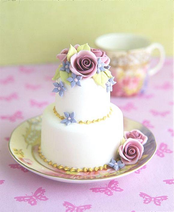 mini wedding cake...