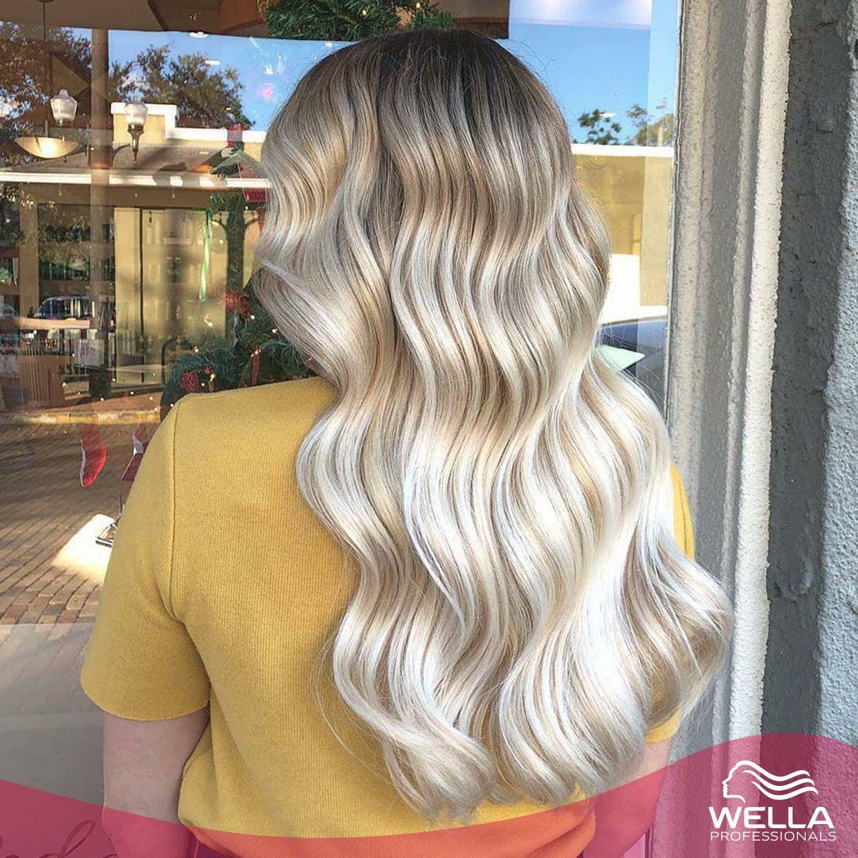 اطلالة شقراء ممو جة رائعة باستخدام بلوندور A Stunning Wavy Blonde Creation By Alejandrafloreshairartist Using B Blonde Balayage Hair Styles Balayage Hair