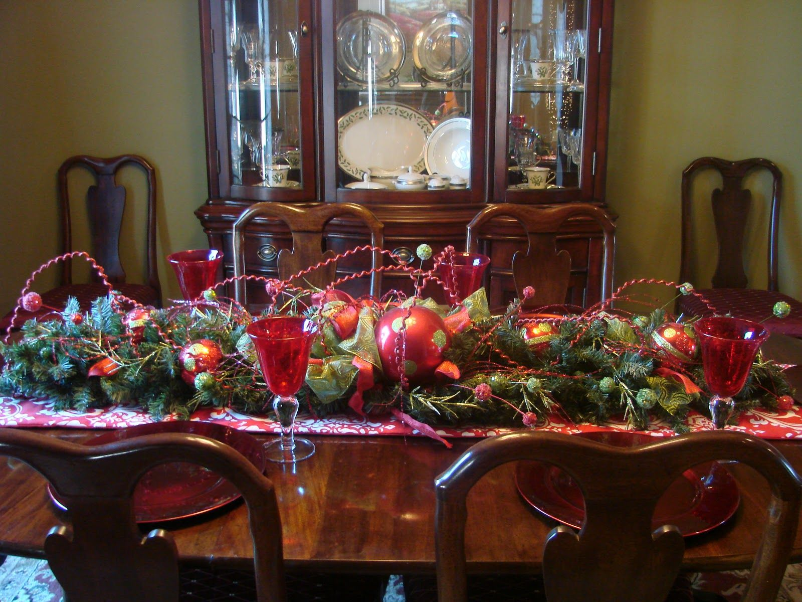 Decoration Awesome Ideas Fantastic Christmas Dining Table Centrepieces With Fruits Bouquet Also Wooden Curio In Vintage Room