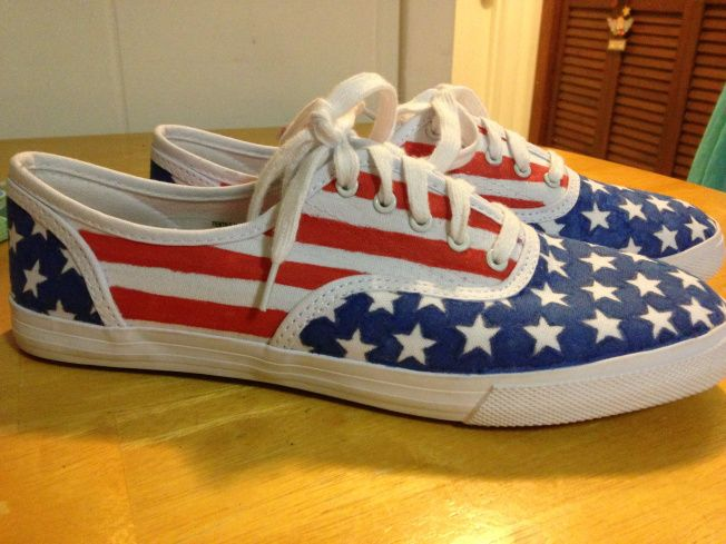 549d941aee82 DIY American flag canvas shoes.