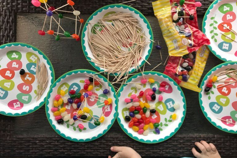 An easy STEM Activity that can be done as independent play, or as a team building challenge for kids. Create the tallest jelly bean tower, build an intricate structure, or even work on learning letters and numbers. #stem #stemgames #stemactivties #stemforkids