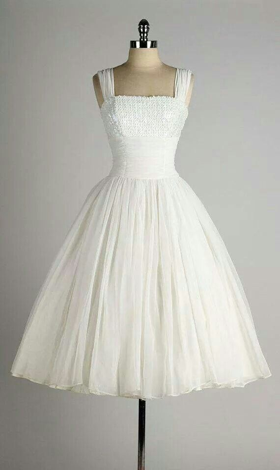 White dress   GORGEOUS VINTAGE STYLE (Just born in the wrong era ...