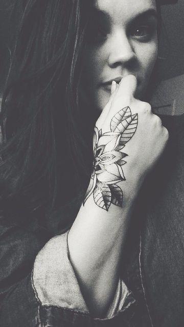 Tatuajes En La Mano Para Mujer