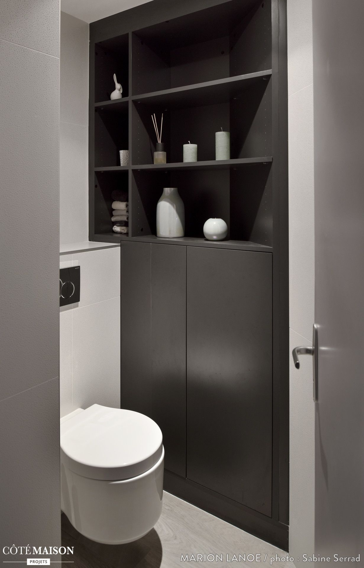 des toilettes en noir et blanc design classiques simple. Black Bedroom Furniture Sets. Home Design Ideas