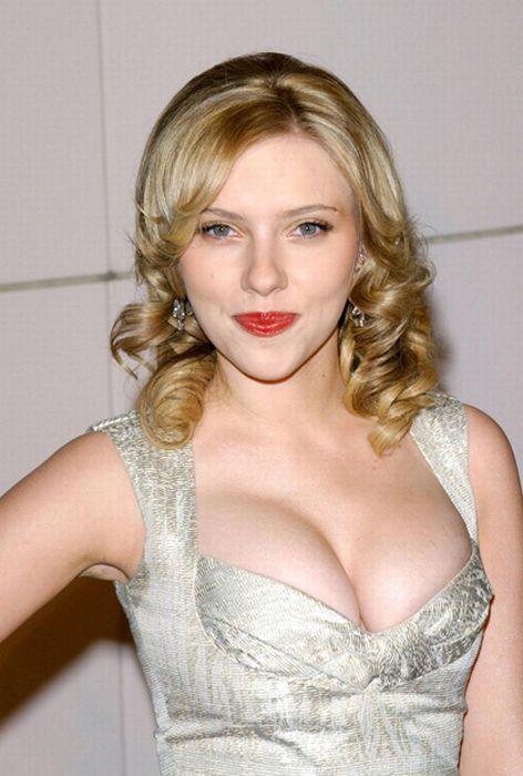 Bra scarlett johansson Scarlett Johansson