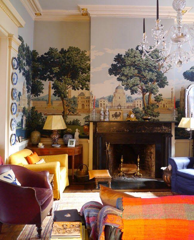 Living space-handpainted scene on wall Keltainen talo rannalla: Väriä ja klassista tyyliä